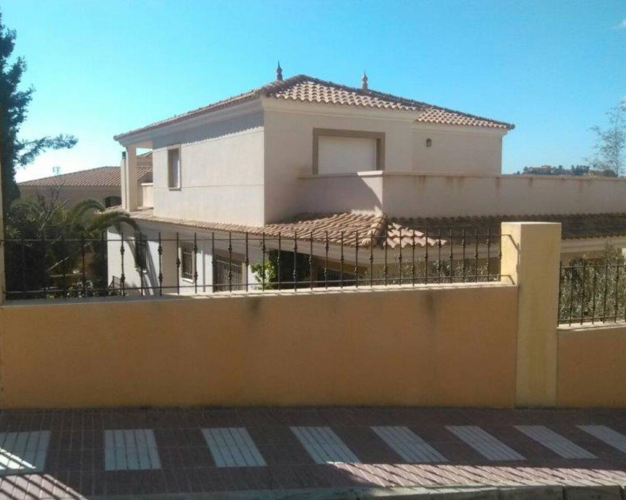 Resale - Villa - El Campello - Coveta Fumá